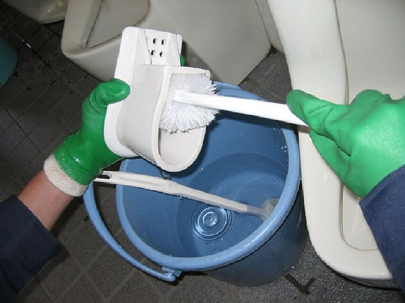 Because urinary deposits are prevented thanks to the effects of the biotic components, daily cleaning can keep the toilet fresh and prevent recurring odor.