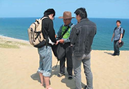 Patroling to prevent graffiti on sand dunes[Tottori]