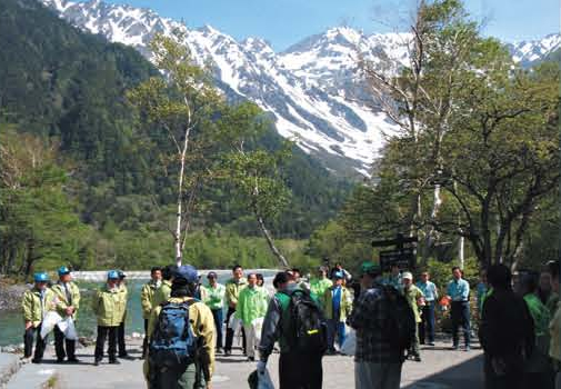 Supporting a local cleanup activity event[Kamikochi]